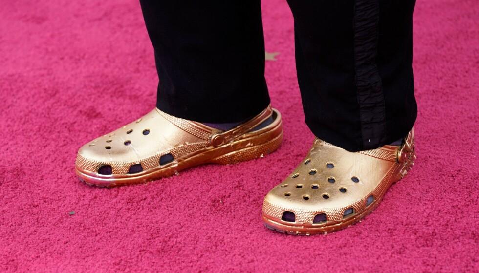 CROCS: Skoen folk elsker å hate, selger som bare det. Merket får blant annet drahjelp av artister. Her har superstjerna Questlove på seg en gullfarget versjon av skoa under Oscar-utdelingen i år. Foto: Chris Pizzello / AFP / NTB