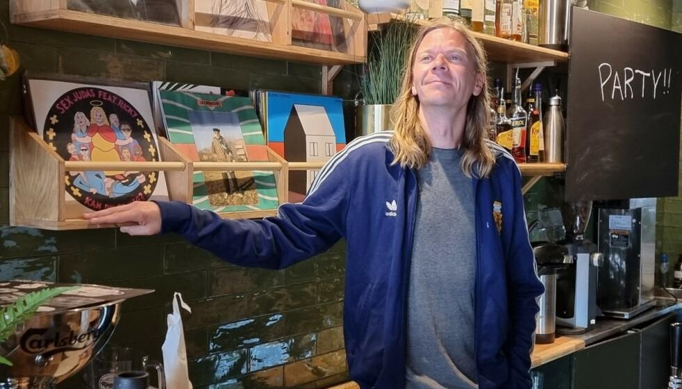 RASER: Kristoffer Fladmark startet nattklubben Storgata 26 i Oslo i 2018. Han er mildt sagt lite begeistret over myndighetenes beskjed. Foto: Billy Lundquist