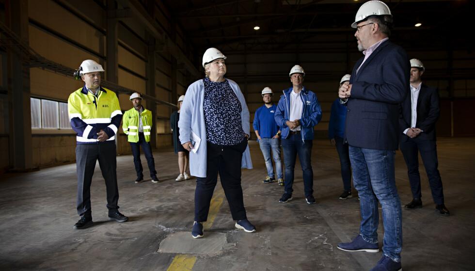 ANGRIPER STØRE: Statsminister Erna Solberg frykter Jonas Gahr Støres industripolitikk. Her fra Freyr Battery i Mo i Rana der det skal komme 1 500 nye arbeidsplasser. Foto: Kristian Ridder-Nielsen / Dagbladet.