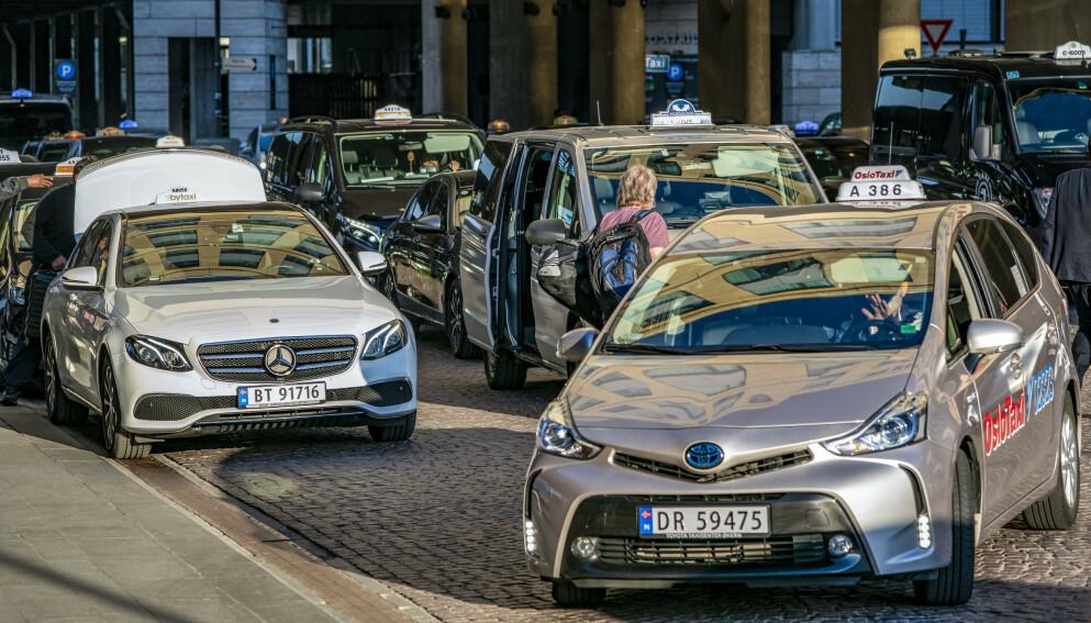 - KATASTROFE: Den siste tida har tradisjonelle taxiselskaper fått tøff konkurranse fra utenlandske aktører. Illustrasjonsfoto. Foto: Heiko Junge / NTB