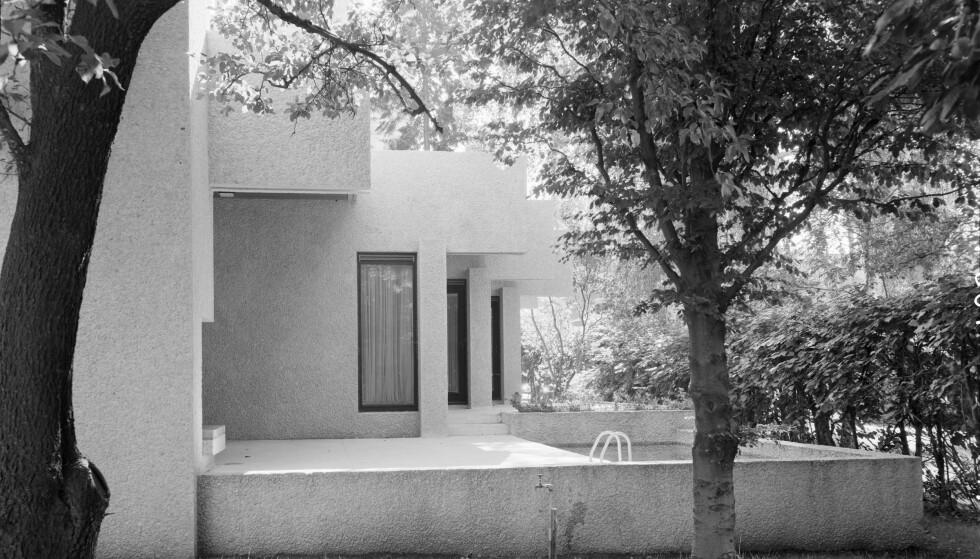 ARKITEKTURPERLE: Et eldre eksteriørfoto av byvillaen i Eckersbergs gate, som ble bygget på midten av 60-tallet. Foto: Teigens fotoatelier / Dextra Photo / Norsk Teknisk museum