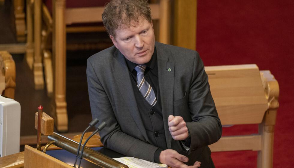 BER OM NY KRISEPAKKE: Sigbjørn Gjelsvik og Senterpartiet vil ha en ny krisepakke for reiselivsnæringen og luftfarten. Foto: Terje Pedersen / NTB