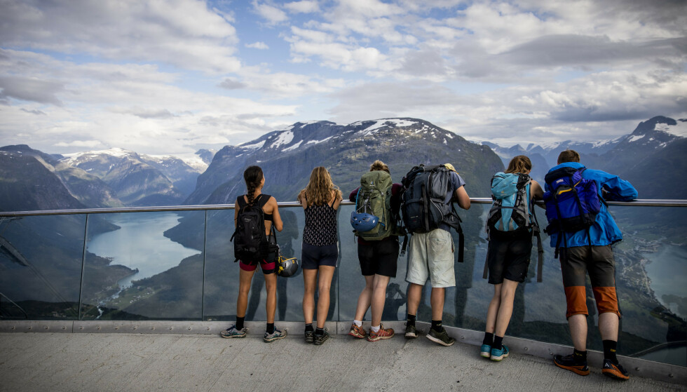 KRISE: Mange nordmenn la sommerferien til eget land i år, som her i Loen. Nå frykter likevel deler av reiselivet for en blodrød høst. Foto: Christian Roth Christensen / Dagbladet