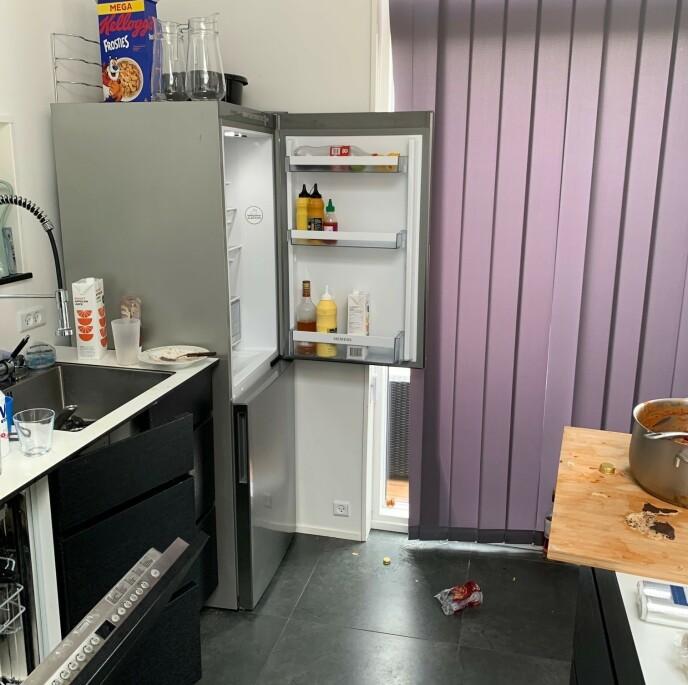 MAT: Det lå masse mat i både kjøleskapet og på kjøkkenbenken. Foto: Privat