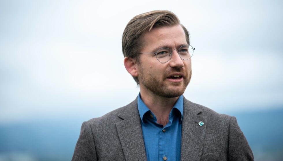 SVÆRT ALVORLIG: Klima- og miljøvernmisiter Sveinung Rotevatn sier miljøtilstanden i Oslofjorden er «svært alvorlig» og legger ti millioner kroner på bordet i det nye statsbudsjettet. Foto: Annika Byrde / NTB