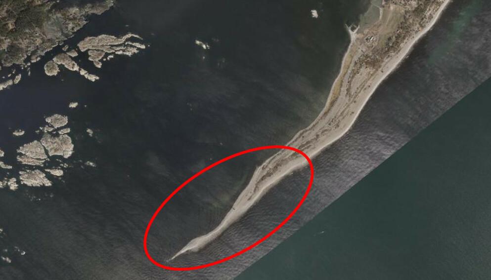 LUKSUS: Ivar Tollefsen har via sitt eiendomsselskap kjøpt denne eiendommen på sørspissen av Jomfruland. Foto: 1881.no / Norkart AS / Geovekst og kommunene / OpenStreetMap / NASA / Meti