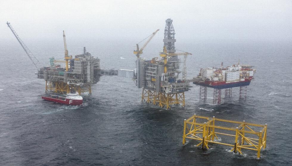KUTT: Johan Sverdrup-feltet sett fra luften. Britisk tenketank mener det kan ligge enorme utgifter for oljeselskap som fortsetter å investere i fossil energi. Foto: Carina Johansen / NTB