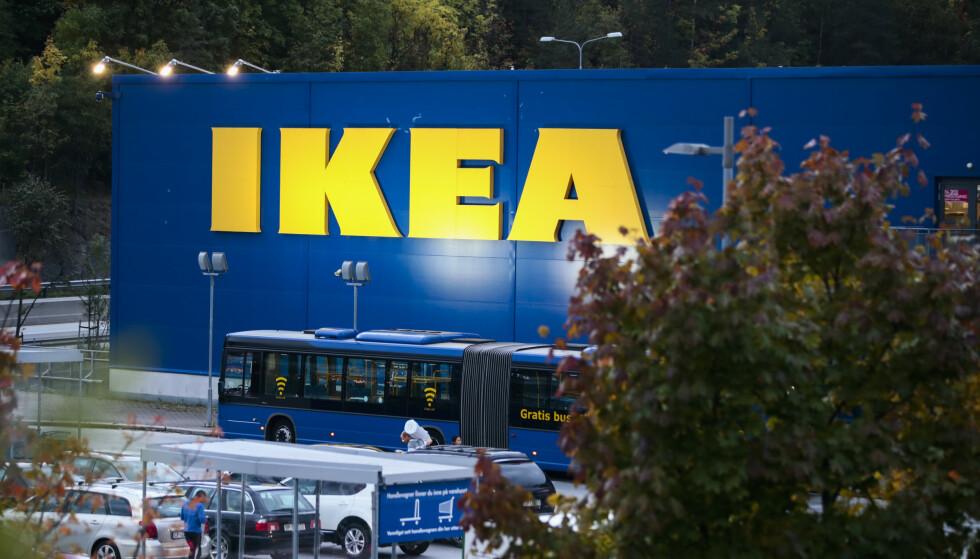 KAN MØTE TOMME HYLLER: Den svenske møbelgiganten Ikea varsler at kundene kan oppleve å møte delvis tomme hyller i deres varehus den kommende tida. Her fra Ikea på Slependen. Foto: Lise Åserud / NTB