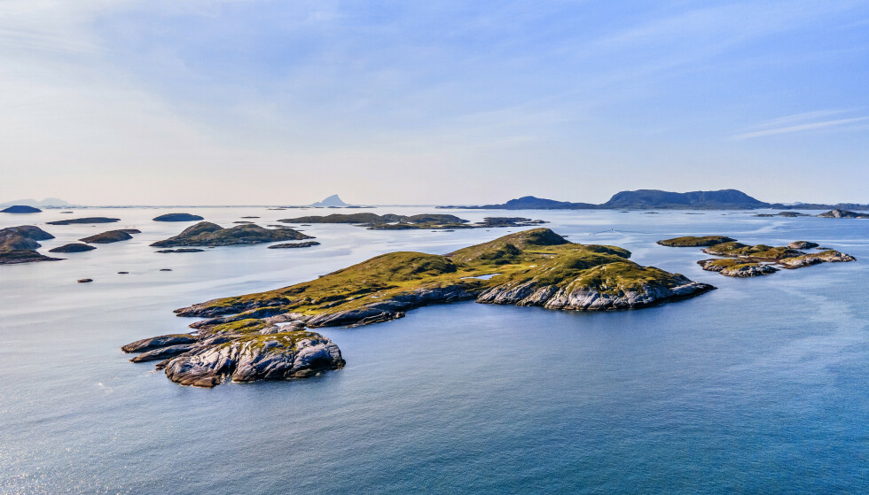 IKKE RETT FRAM: Det er ingen bebyggelse på øya i dag. Det er heller ikke rett fram å få bygget på øya. Foto: Paul-Egil Henriksen / Diakrit