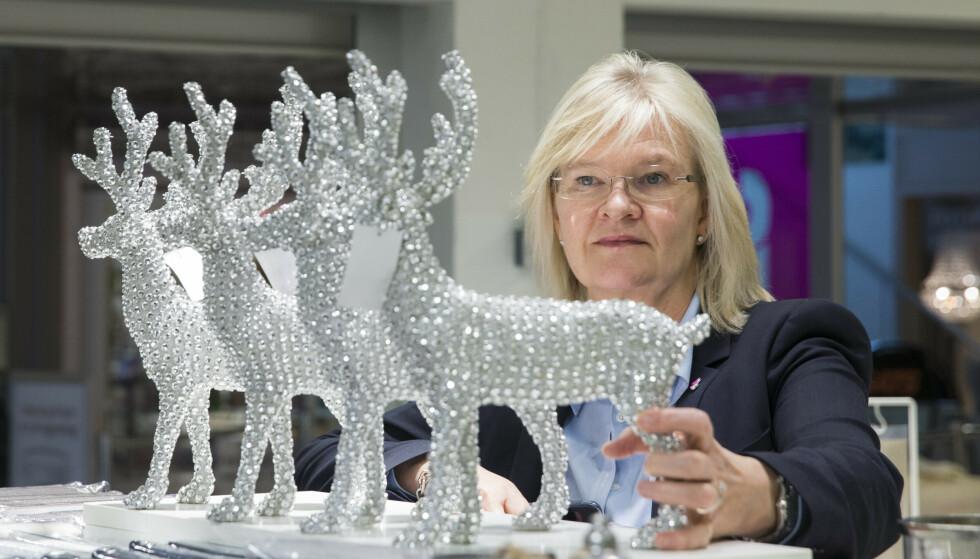 FORSINKEDE LEVERANSER: Nille-sjef Kjersti Hobøl mener det kan være lurt å starte julehandelen tidlig i år. Foto: Berit Roald / NTB