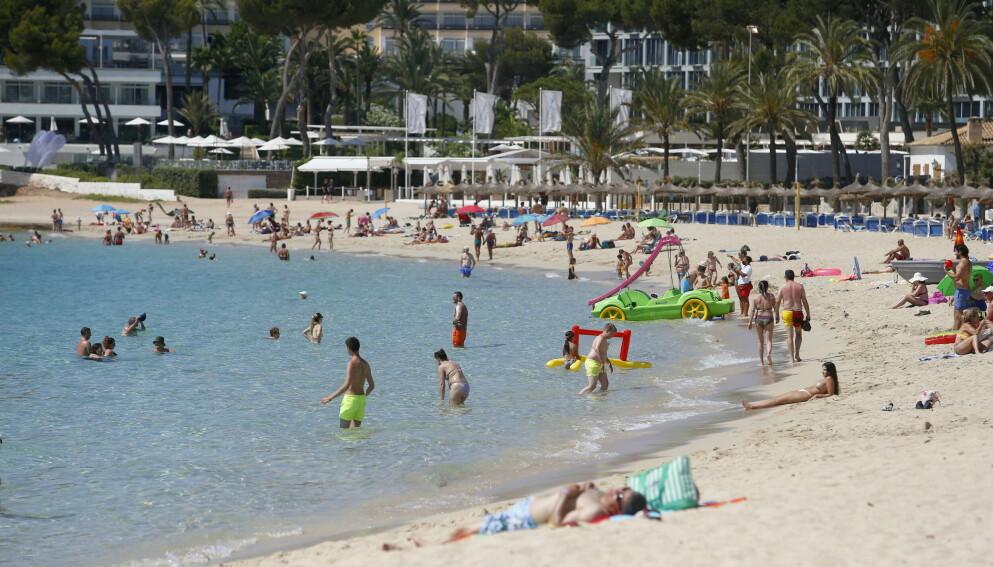 BADEFERIE: Reiselystne nordmenn har allerede bestilt ferier i massevis. En del av dem ender nok opp her på Magaluf på Mallorca. Foto: Enrique Calvo / Reuters / NTB