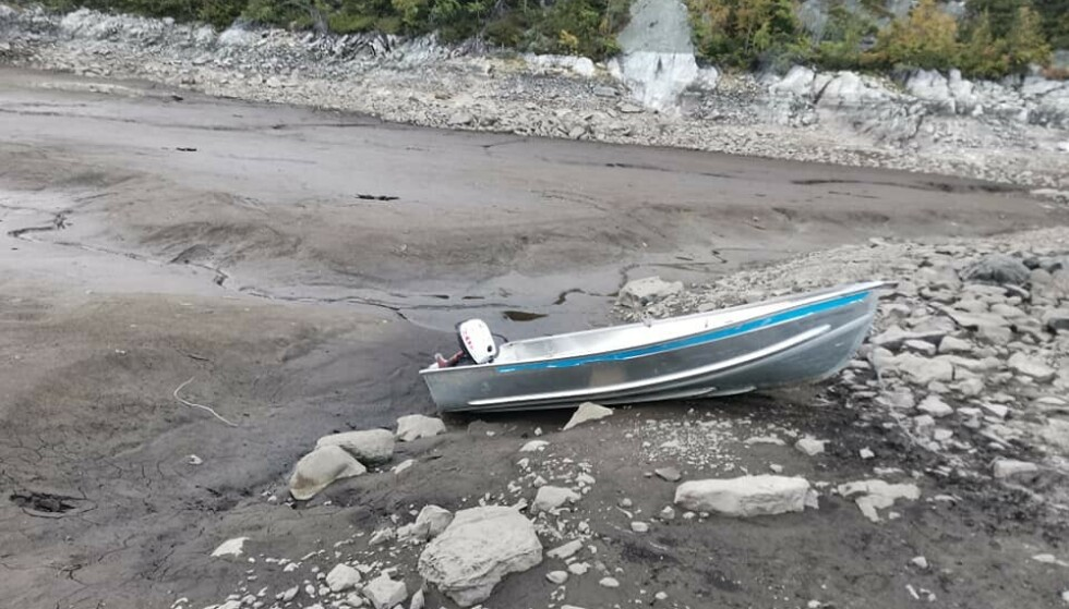 LAV VANNSTAND: Lokale krefter frykter at en hel årsklasse med fiskebestand i Bonsvatn kan forsvinne. Foto: Terje Aasen