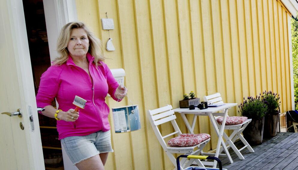- VELDIG GLAD: I 1992 sikret Elisabeth «Bettan» Andreassen (63) seg sitt eget ferieparadis på Brønnøya i Asker. På nyåret sendte sangeren en søknad til kommunen om tillatelse til å rive et uthus på fritidseiendommen. Det har ikke vært en enkel prosess. Foto: Anita Arntzen / Dagbladet