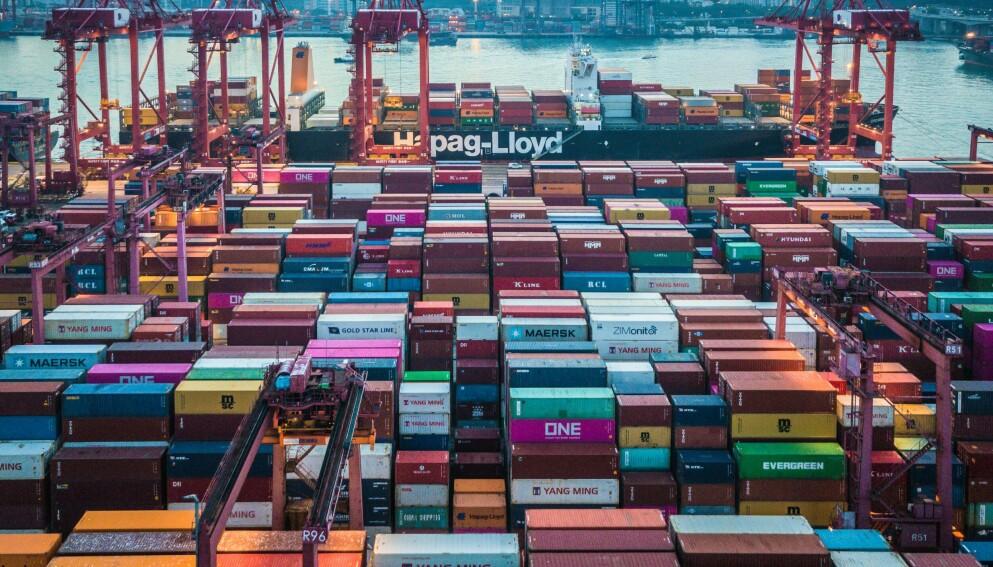 PRESS: Travle tider på Kwai Chung containerhavn i Hong Kong. Foto: Marc Fernandes/NurPhoto/Shutterstock/NTB