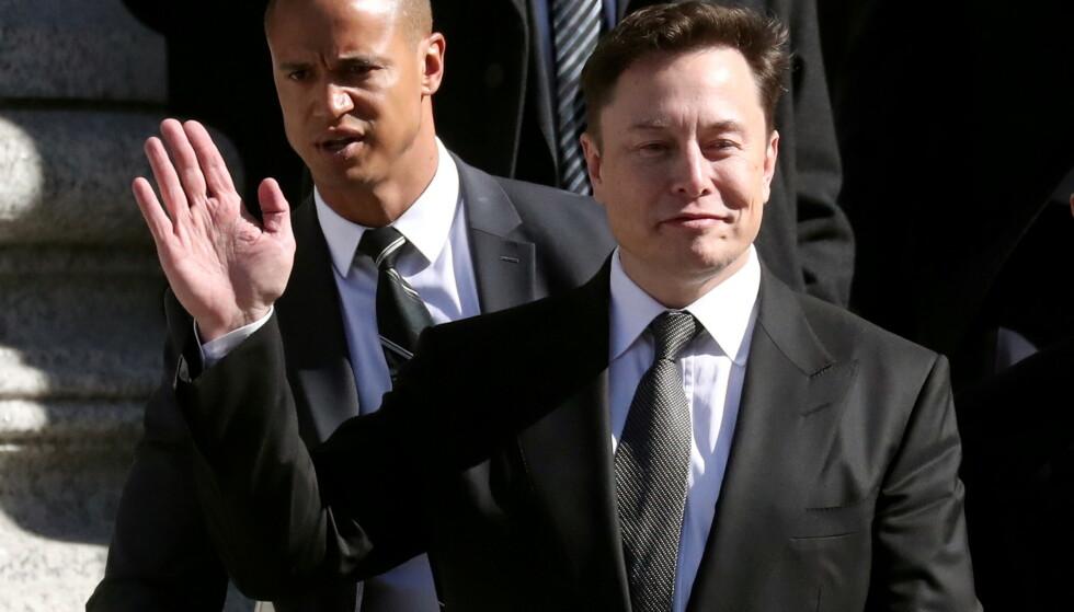 MÅ BETALE: Elon Musk og Tesla må punge ut. Foto: Retuers / NTB