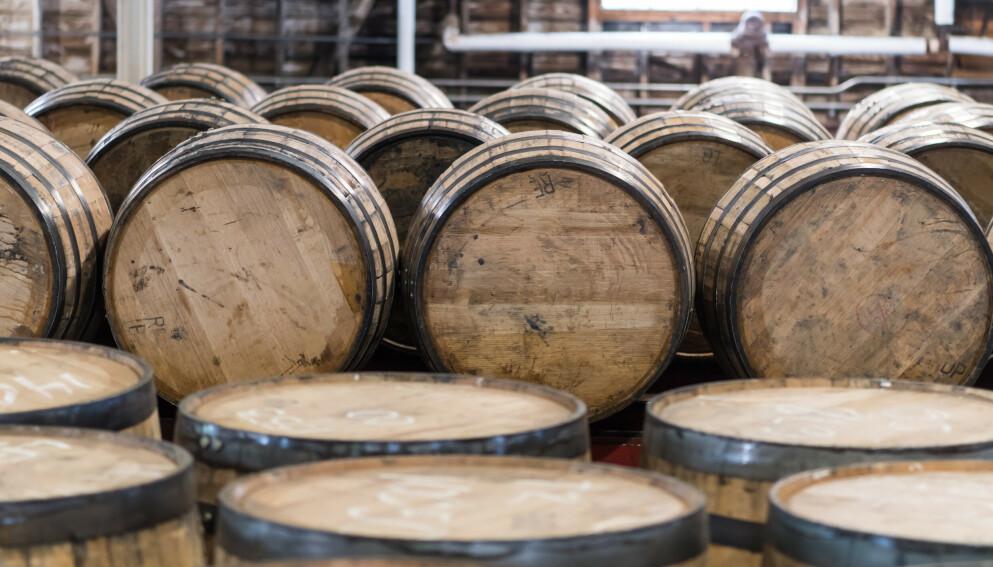 FAT: Bourbon må lagres på fat for å kunne kalles bourbon. Det er i ferd med å bli en kostbar affere. Foto: Kelly vanDellen / Shutterstock / NTB