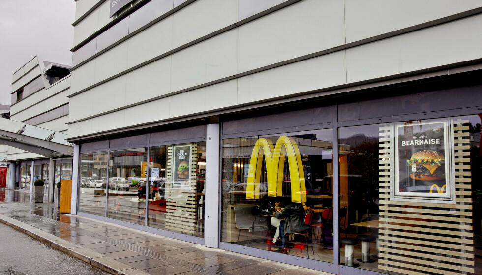 BAKTEPPET: Arbeidstilsynet avdekket skandaleforhold for de ansatte ved denne restauranten i Åsane. Så kom bekymringmeldinger fra ytterligere to andre McDonald's-restauranter i Bergen. Foto: Paul S. Amundsen