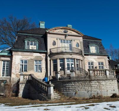 Image: Kjøpte villa: Beboer nekter å flytte