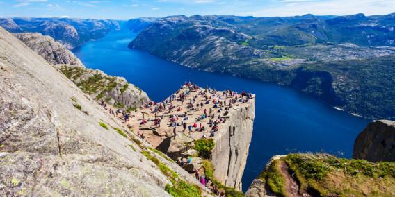 Image: Varsler beinhard kamp om turistene