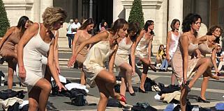Image: Flyvertinnenes strippeprotest: «En skam»